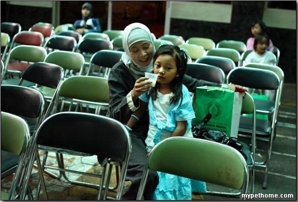 女孩割礼手术是什么_直击印尼现场实拍女孩割礼-割阴手术
